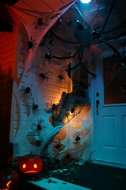 cool-halloween-front-door-decor-ideas-12