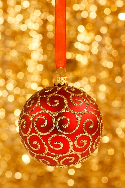 beautiful-red-and-gold-christmas-decorations 6