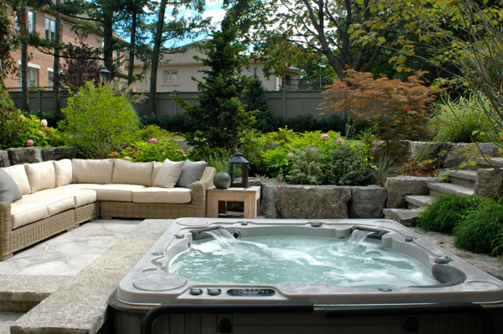 hot-tub-ideas-surrounded-by-cozy-seating-for-backyard-deck-design