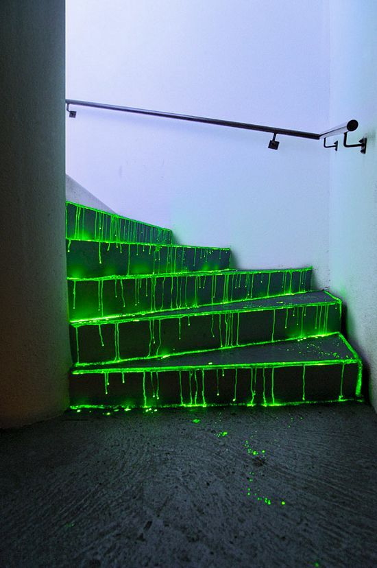 stunning-neon-halloween-decor-ideas-12