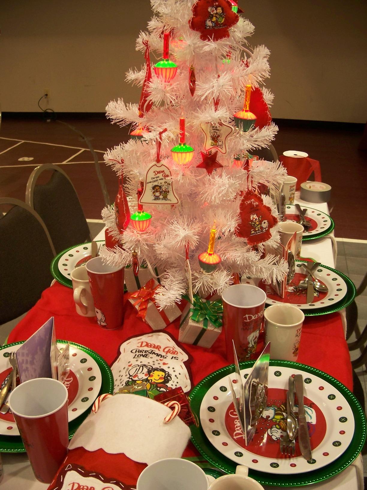 Beautiful Christmas Centerpieces 17