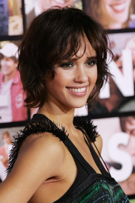 Jessica-Alba-Cute-Short-Messy-Bob-Hairstyle-with-Bangs