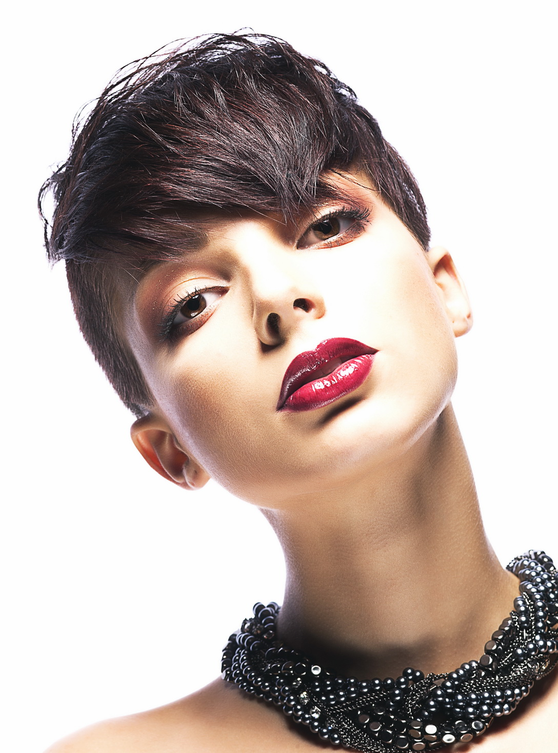Womens-pixie-undercut-for-oval-and-heart-face-shapes-2