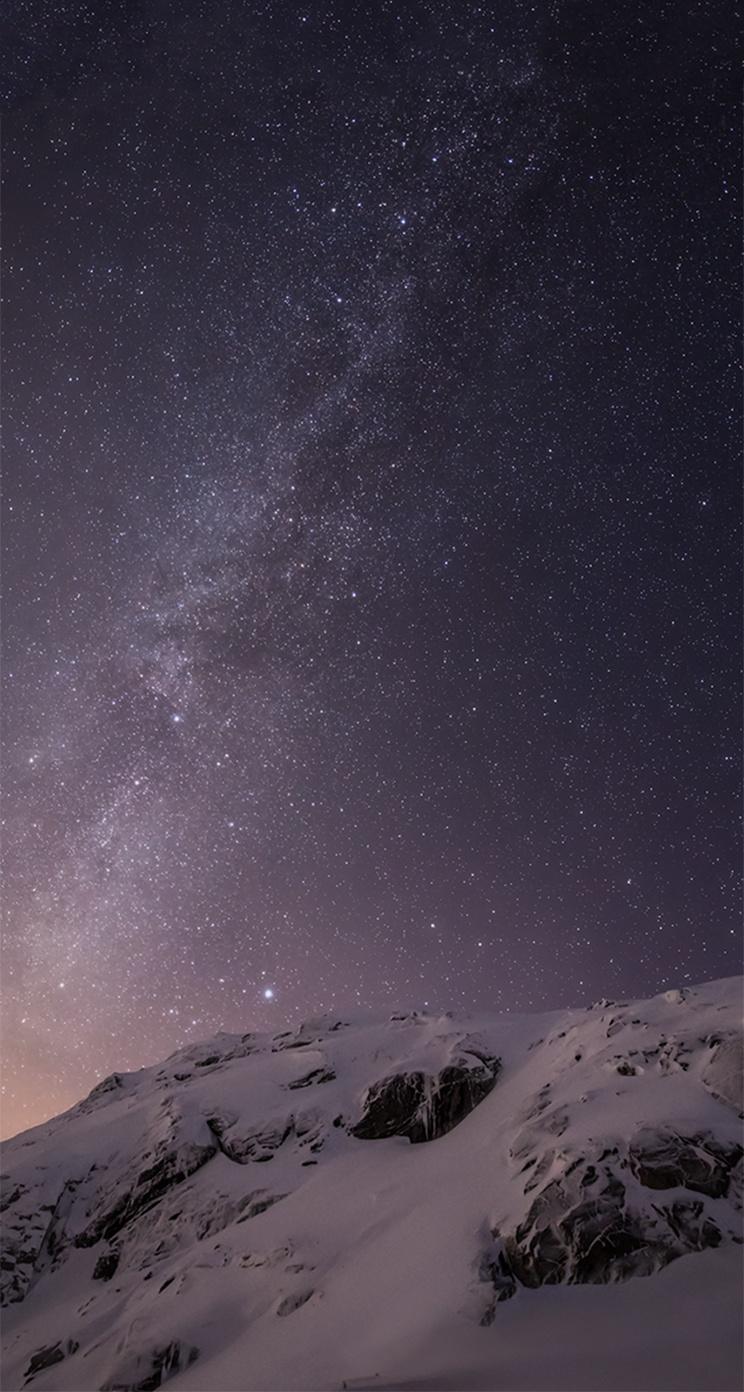 iOS 8 Milky Way Over Mountain Parallax Default iPhone 5 Wallpaper