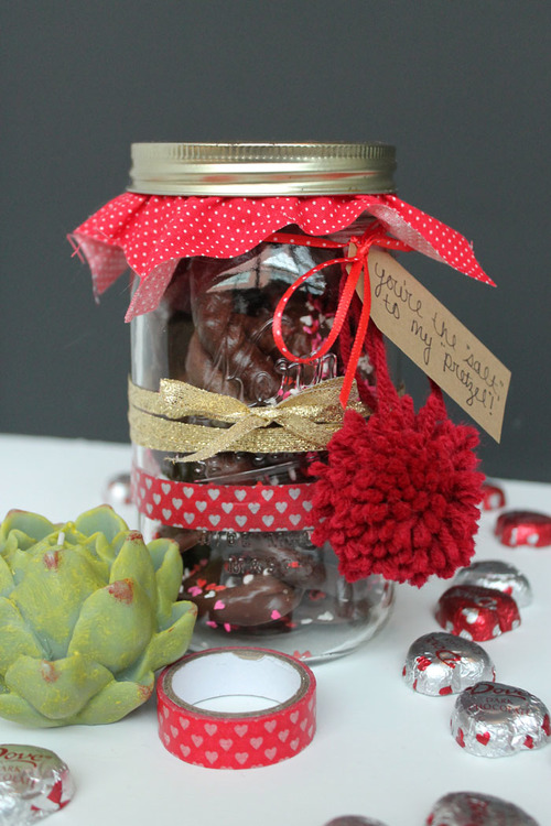 DIY Chocolate Covered Pretzel Valentine in a Jar